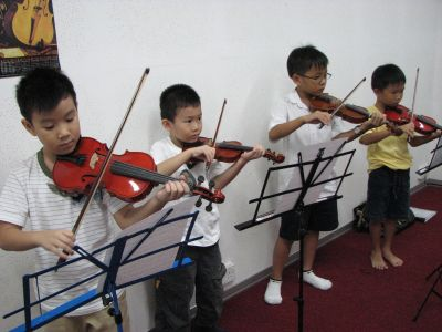 Fun and interactive group violin class
